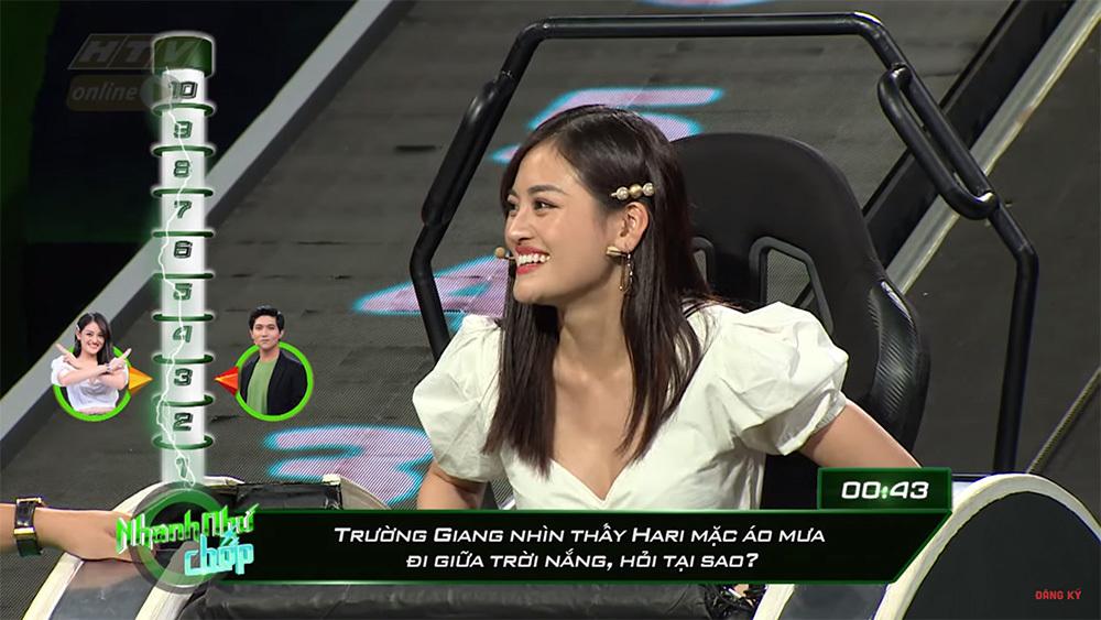 Ninh Dương Lan Ngọc phàn nàn Hari Won đọc câu hỏi quá lâu