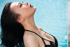Phương Oanh 'Quỳnh búp bê': 30 tuổi, độc thân, sexy hết nấc