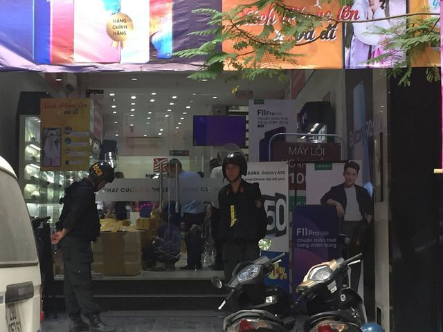 Nhat Cuong Mobile shops raided by police
