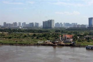HCMC sees no new production project, capital flow into real estate