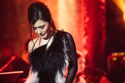 Hương Tràm khóc trong show diễn cuối trước khi tạm dừng sự nghiệp