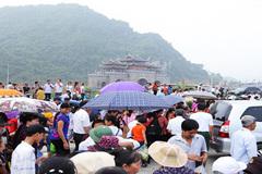 Hơn 3 vạn khách đổ về chùa Tam Chúc ngày khai mạc Đại lễ Vesak 2019