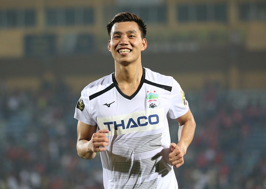 Vòng 9 V-League: Hà Nội thua khó tin, Văn Thanh 'nổ súng'