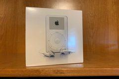 iPod nguyên bản đời đầu giá đắt ngang Honda Civic
