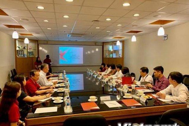 Vietnam & Singapore focus on cultural exchange