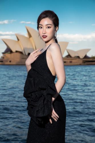 Vietnamese designer Do Manh Cuong holds fashion show in Australia