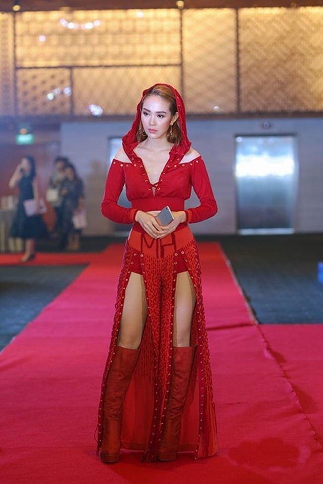 Minh Hằng: Từ án phạt vì lộ nội y phản cảm tới quý cô táo bạo mặc đồ trong suốt