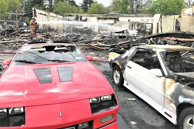 Dàn xe triệu USD bất ngờ bốc cháy tại trường quay HBO