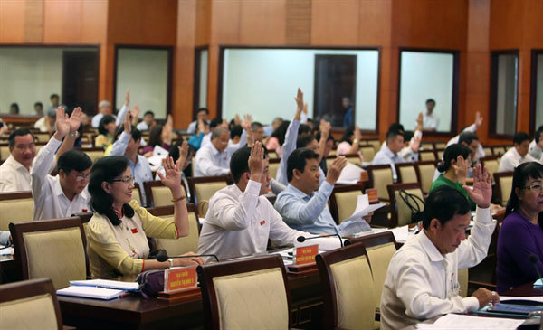 VN National Assembly considers resolutions on investment, social issues