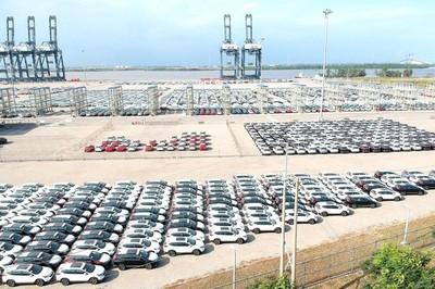 Cuộc đua giành thị phần ô tô nội và ngoại