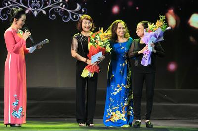 Gala ngôi sao sân khấu 2019 tặng 33 phần quà cho các nghệ sĩ khó khăn