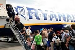 Hành khách quá khích đòi giết người và mở cửa máy bay giữa không trung