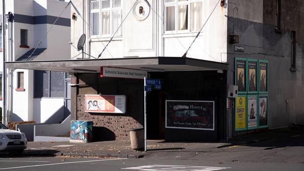 Quán bar ở New Zealand không tiếp khách Nhật gây tranh cãi