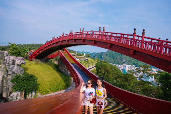 Ha Long City transformed into Vietnam's top destination