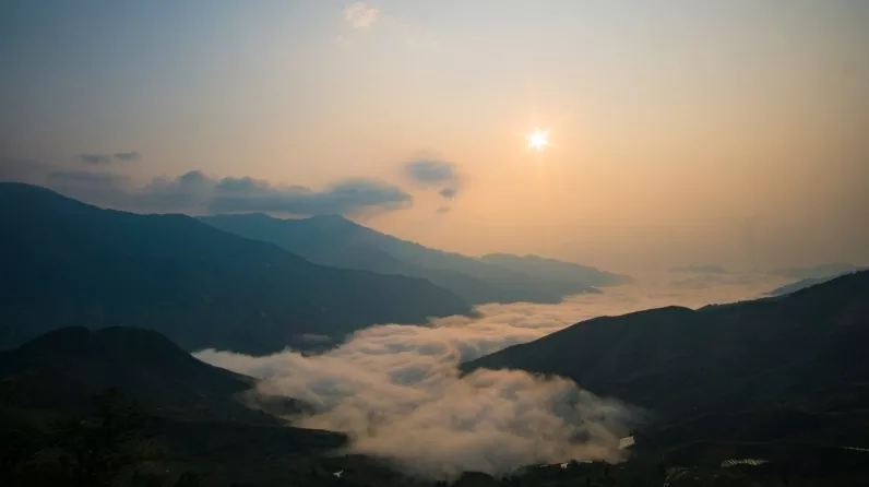 Hunting clouds on Ta Xua peak