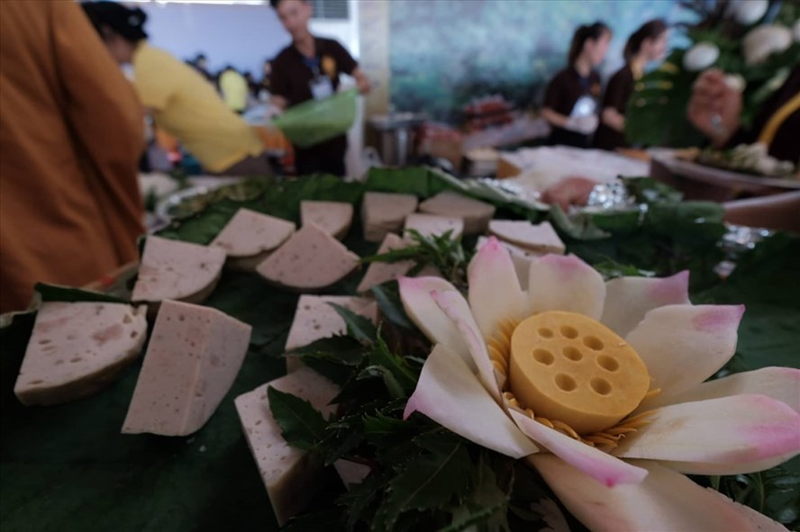 Massive buffet prepared for Vesak 2019