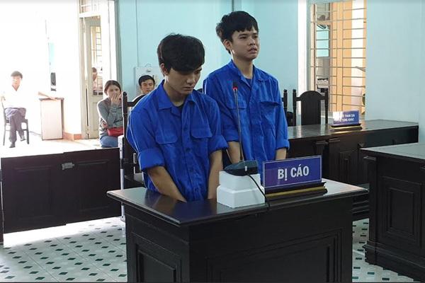 Hai thanh niên tông xe cảnh sát 911 Đà Nẵng nhận kết đắng