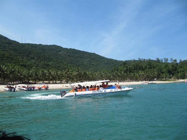 Cham Islands officials resist plan to send tourist boats from Da Nang