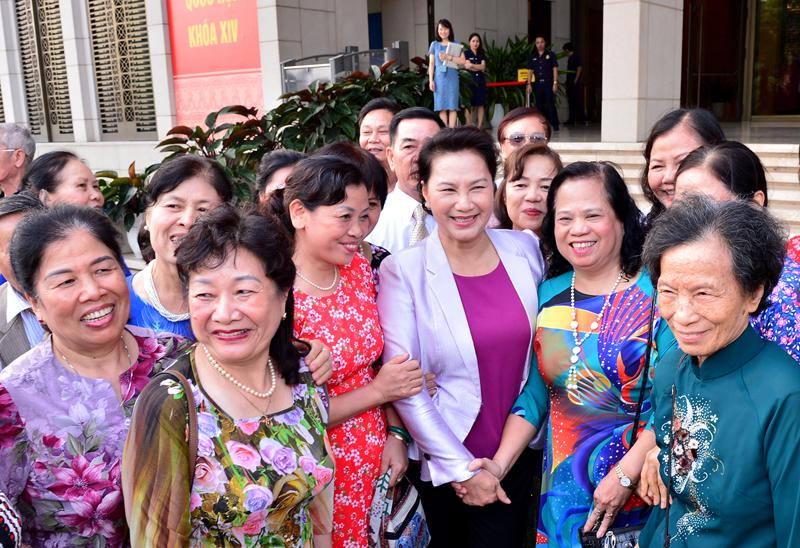 Chủ tịch QH gặp mặt cán bộ hưu trí, nhân dân nơi cư trú