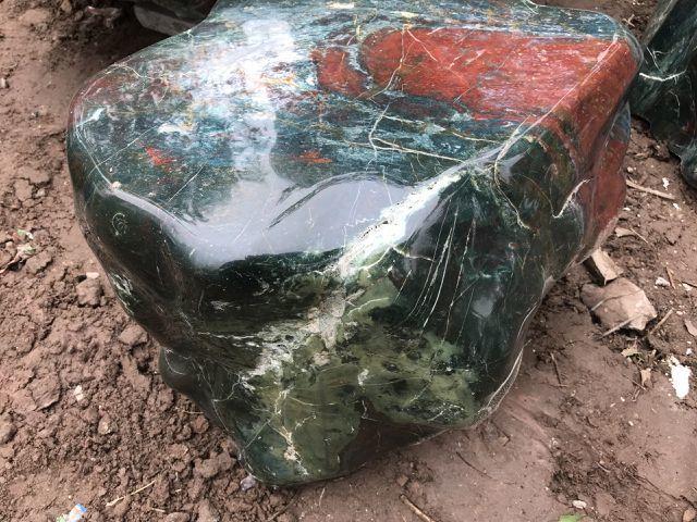 Bộ bàn ghế và tảng đá mã não xanh giá tiền tỷ đại gia mới dám chơi