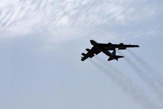 Xem 'pháo đài bay' Mỹ lần đầu dằn mặt Iran