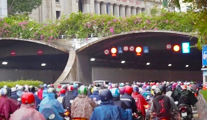 Nguy cơ tai nạn do dừng xe dưới gầm cầu, hầm vượt sông