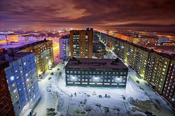 Thành phố lẫn lộn ngày đêm, cả tháng không ánh mặt trời