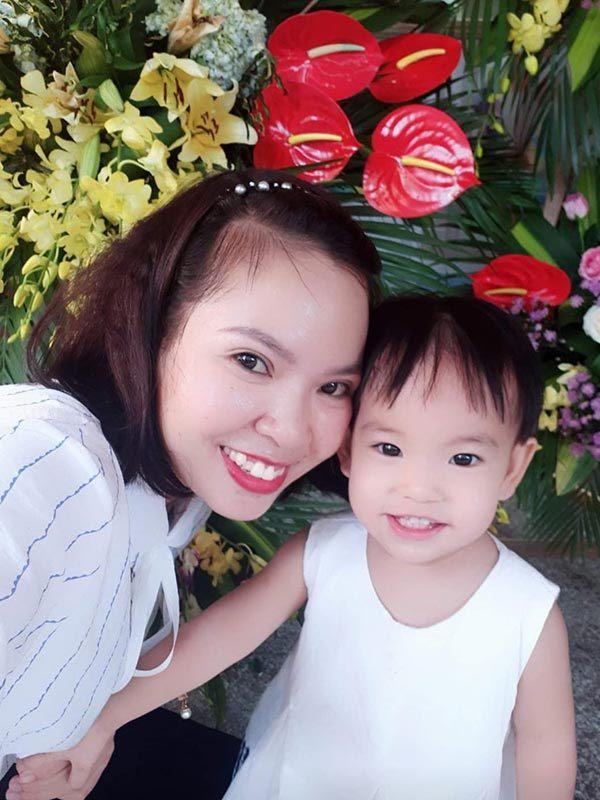 Trải lòng của mẹ 8X chờ đợi quyền nuôi con khiến dân mạng xúc động