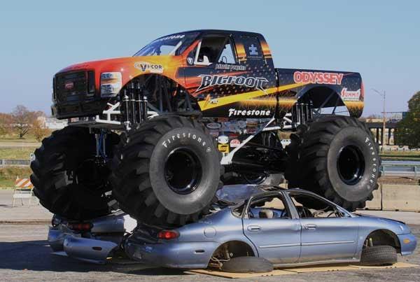 Xe tải 'quái vật' phá kỷ lục thế giới về cú nhảy off road
