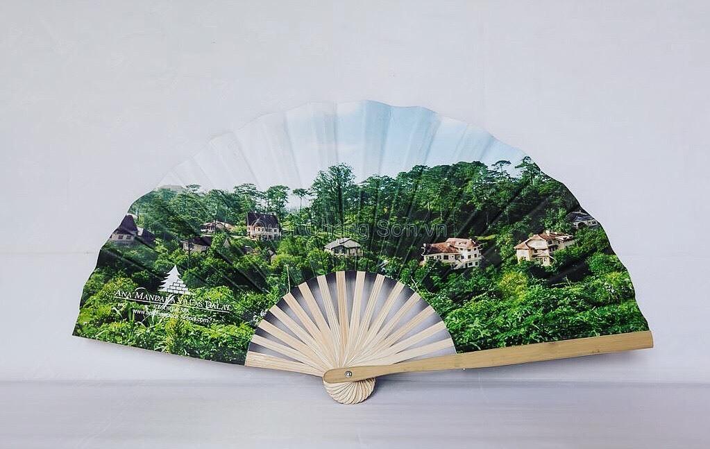 Nắng rát lửa: Bán 4.000 quạt giấy, thức sáng đêm hốt bạc