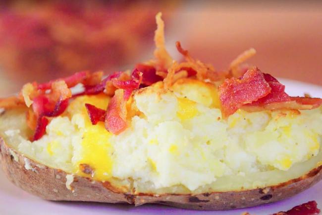 """2 cách làm khoai tây nướng kiểu mới """"ngon bá cháy"""", nhìn thôi đã thèm"""