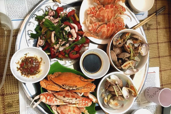 Mâm cơm ngày nào cũng hải sản: 9X tiết lộ bí quyết đi chợ 1,5 triệu/tháng