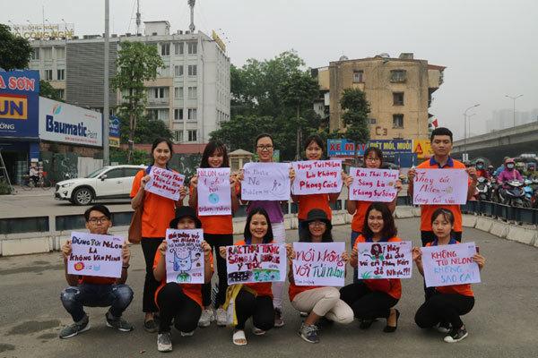 SV Hà Nội truyền thông điệp 'nói không với túi nilon'