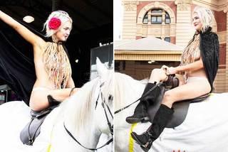 Người đẹp khỏa thân cưỡi ngựa nhận cái kết đắng