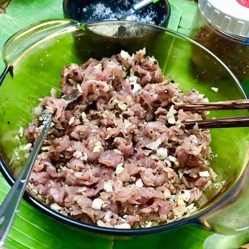 Cô gái Quảng Nam khoe cách làm nem chua đúng vị quê hương