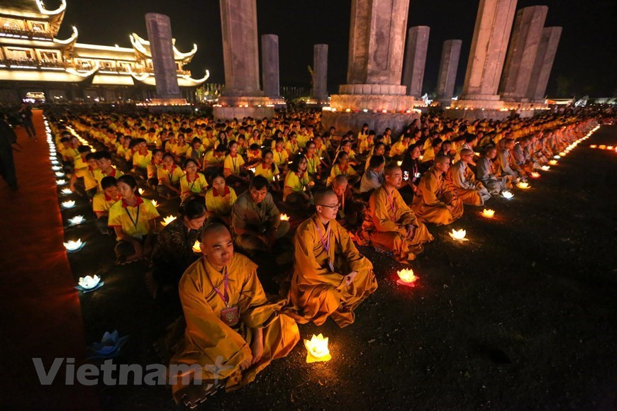 Thousands attend Vesak 2019 flower lantern ceremony