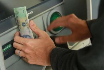 Dùng tiền của người khác chuyển nhầm vào tài khoản bị khép tội gì?