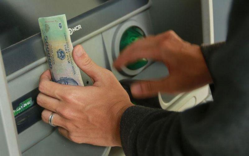 Chuyển khoản nhầm,rút tiền,chiếm đoạt tài sản,chuyển nhầm tiền