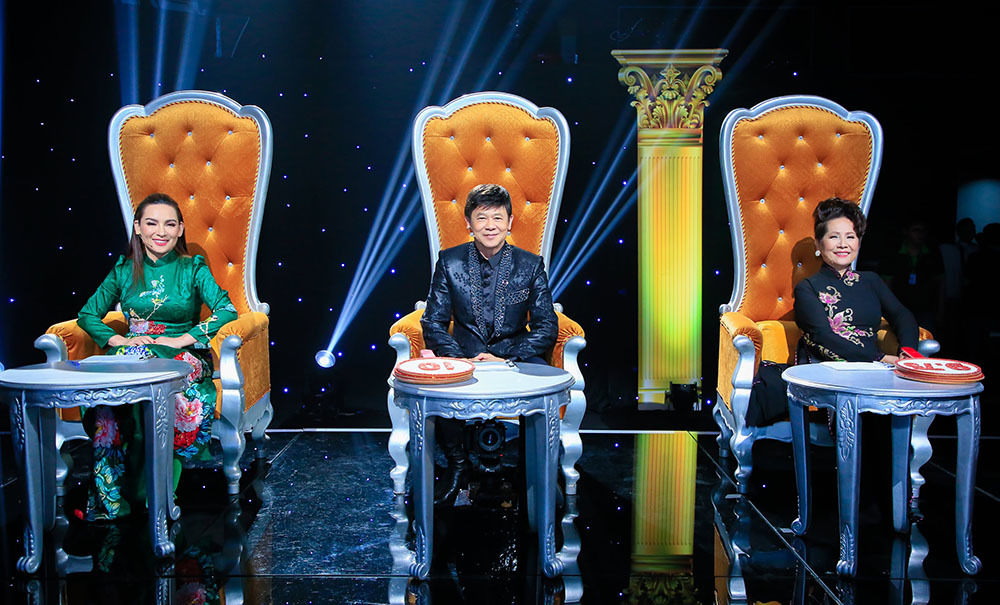 Phi Nhung ngồi ghế nóng cùng Phương Dung sau lời thề 'không nhìn mặt'