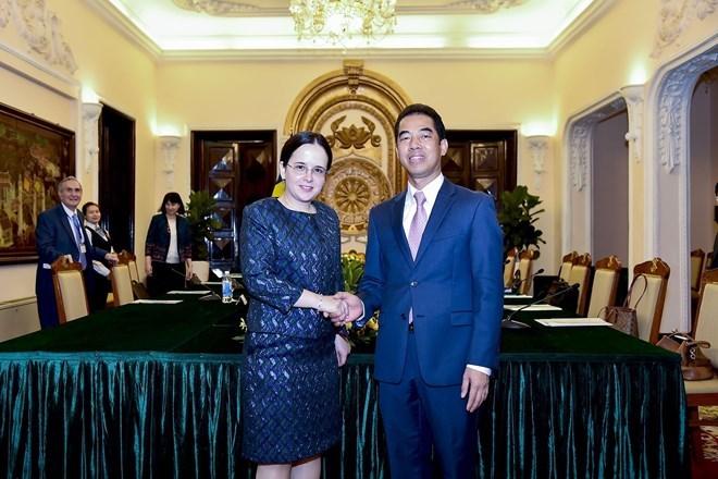 Vietnam, Romania hold political consultation in Hanoi