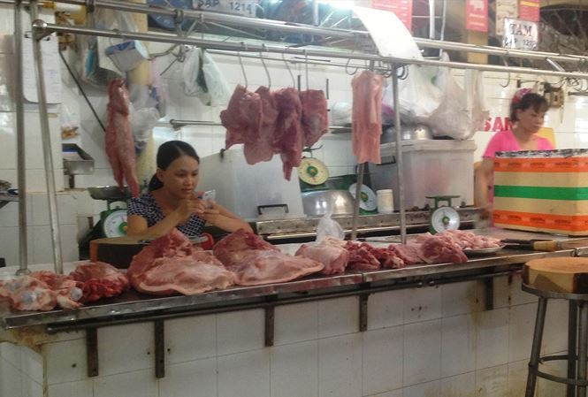 Sharp pork price fall hit pork traders in Vietnam