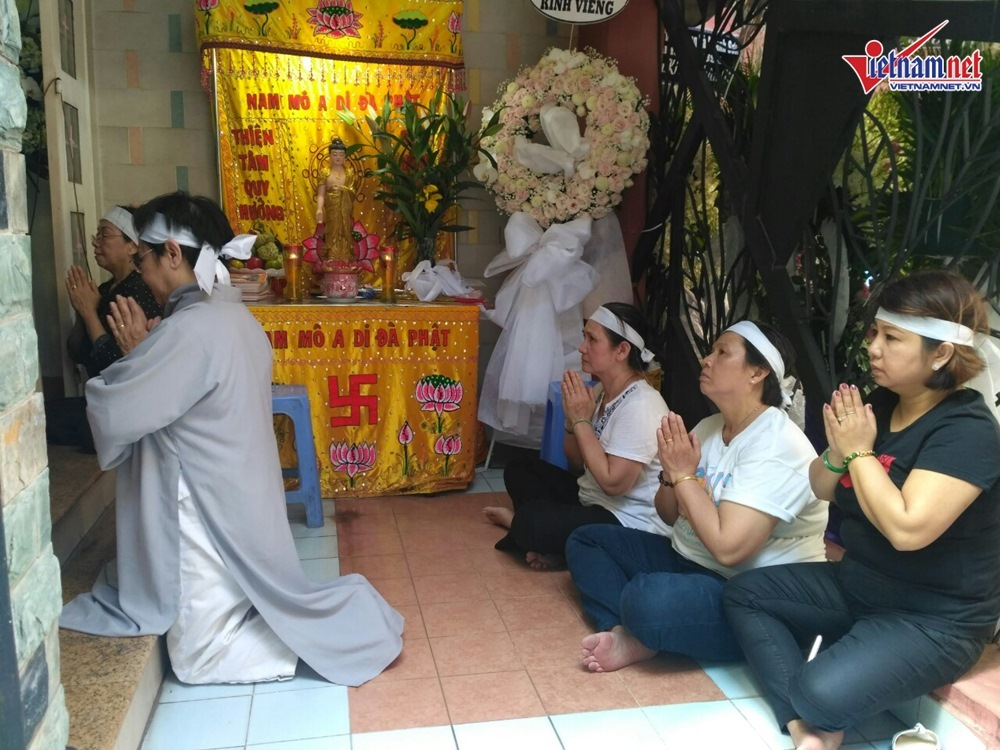 Hồng Vân, Minh Nhí đến viếng mẹ nghệ sĩ Thành Lộc