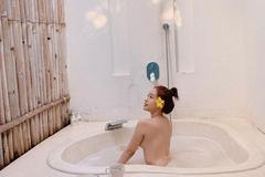 Hot girl Thúy Vi lại gây tranh cãi khi đăng ảnh tắm trần