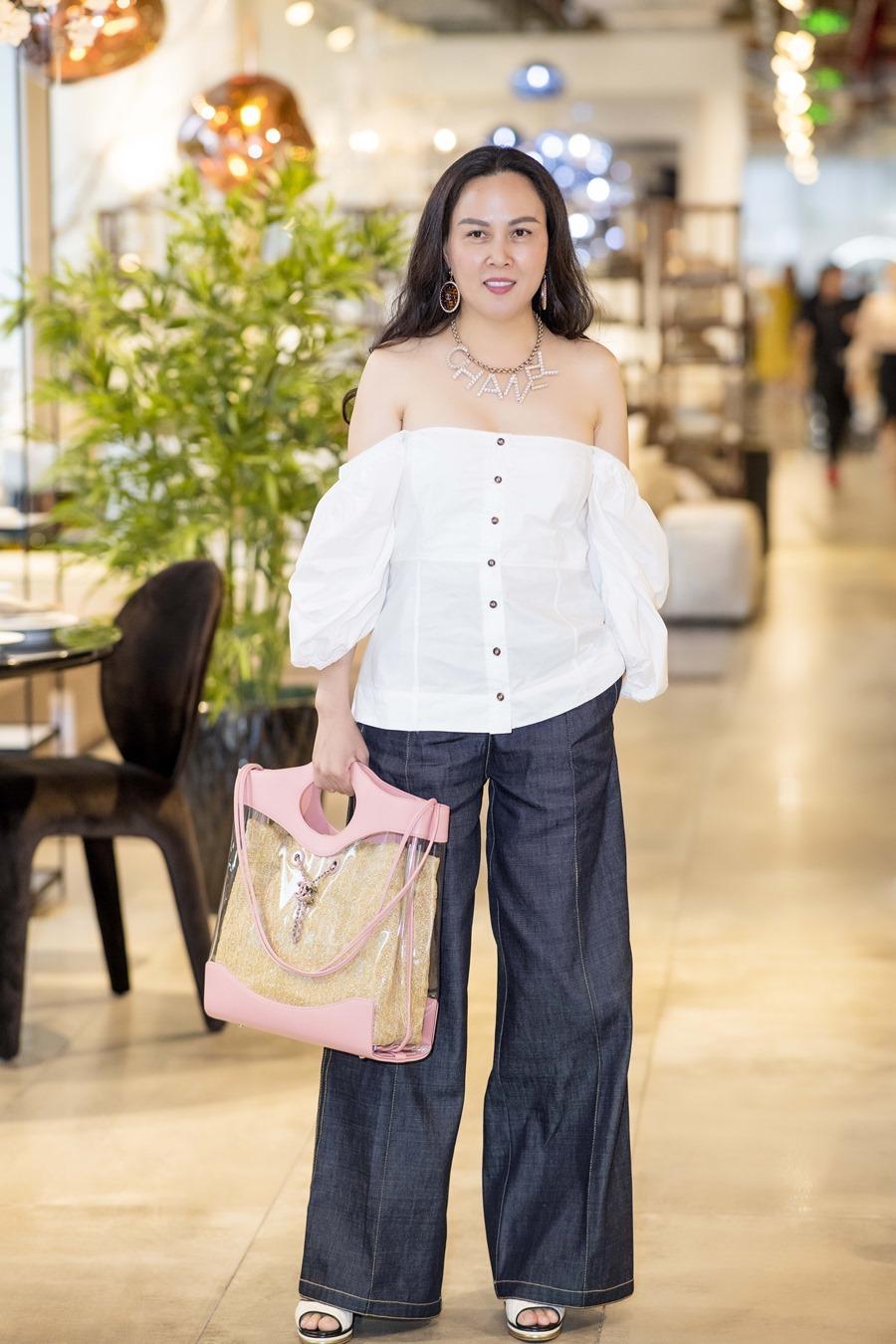 Diva Thanh Lam đọ dáng cùng bạn gái Quách Ngọc Ngoan