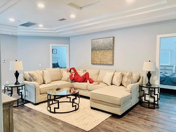 Sở hữu biệt thự 400 m2 ở Mỹ, Lệ Quyên giàu cỡ nào?