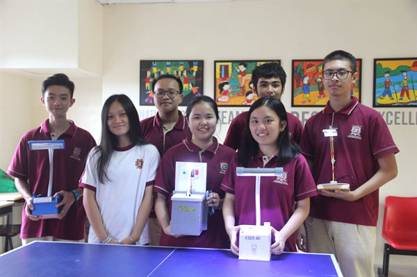 HCMC students donate solar lamps to students in mountainous region