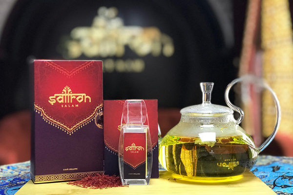 Vận động viên thể hình thưởng thức Saffron Salam
