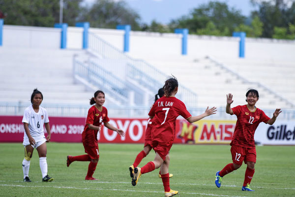 Vietnam enter semi-finals of AFF U15 football champs
