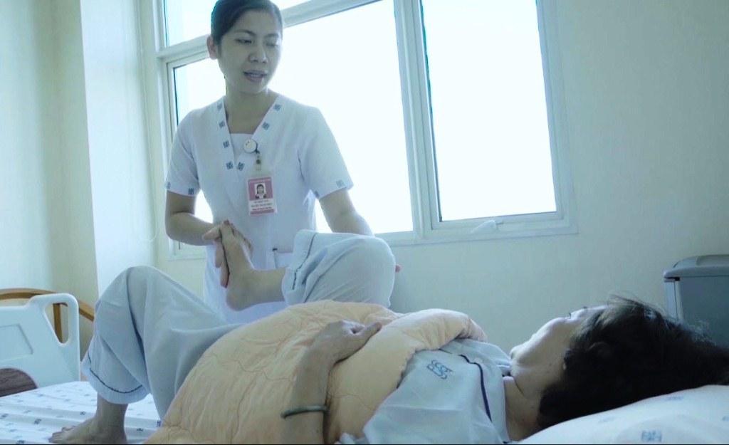 Người phụ nữ bị liệt toàn thân sau khi tự ý chích thuốc tại nhà