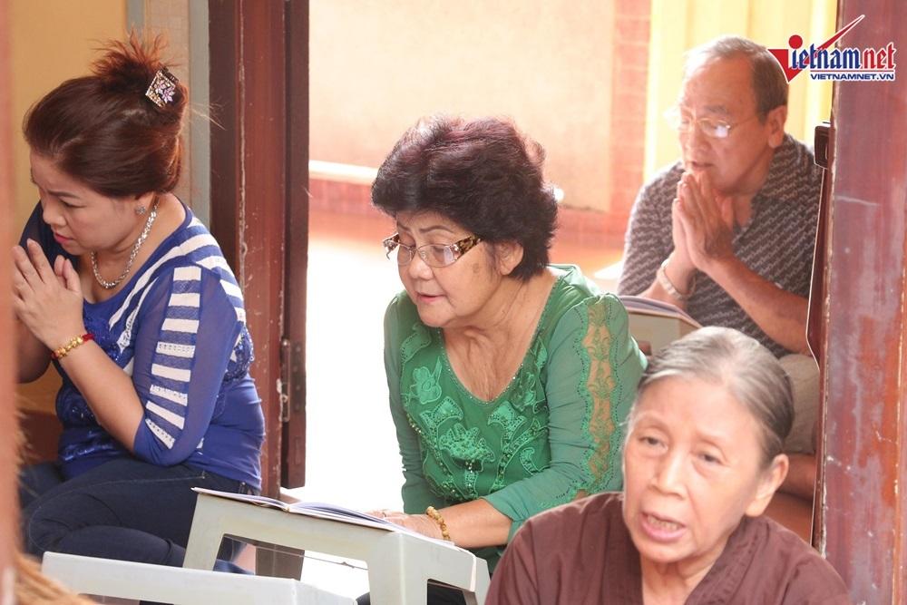 NSND Hồng Vân, Minh Nhí đến viếng 49 ngày mất của nghệ sĩ Anh Vũ